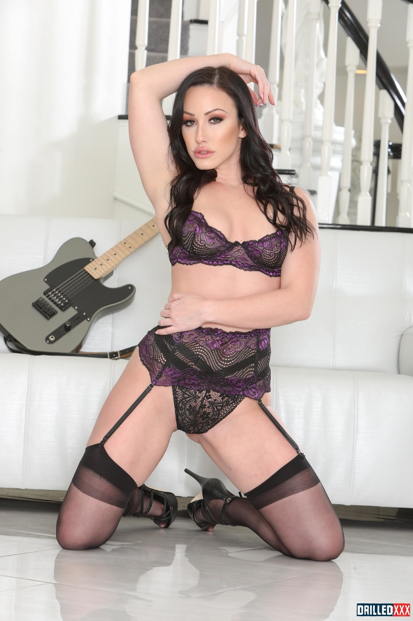 Jennifer White Sexy MILF in Black Lingerie