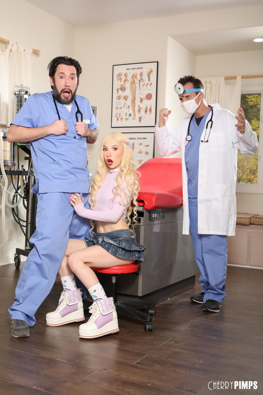 Kenzie Reeves Needs Medical Assistance To Get Wet