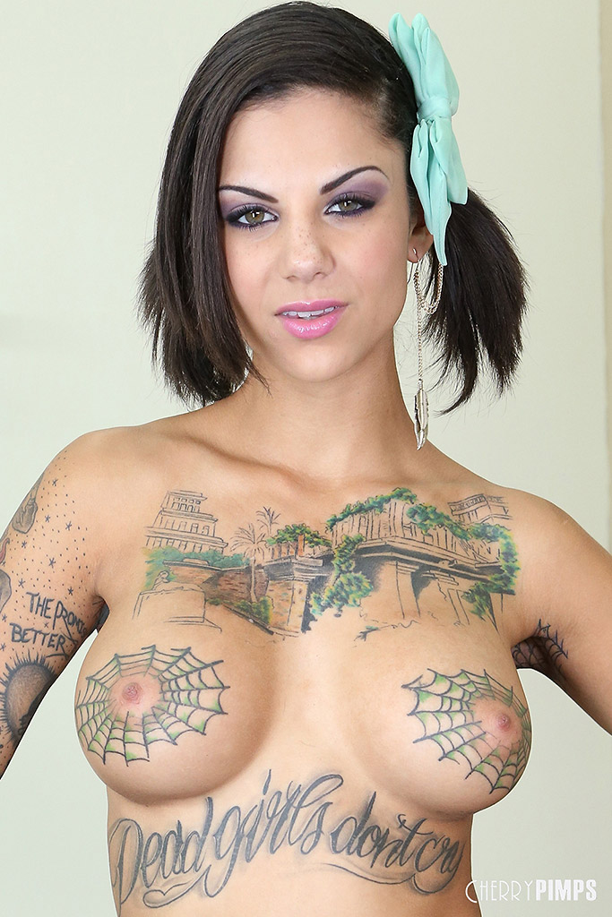 Bonnie Rotten Inked Beauty Goes Deep with Large Dildo