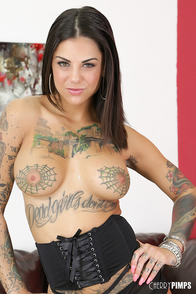 Bonnie Rotten Ends Vibrator Session with Major Squirting
