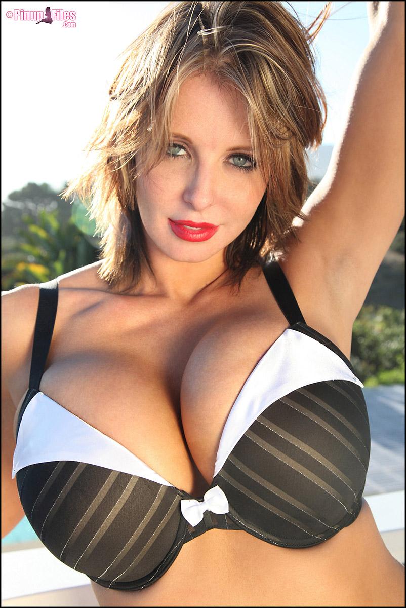 Brandy Robbins Big Tits Bouncing - Pinup Files Models and Pornstars Galleries - Page 4