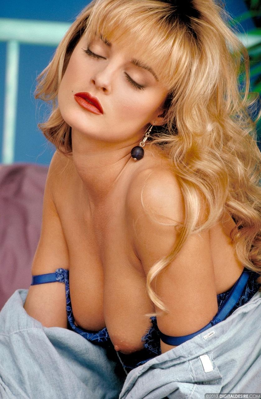 Kelly Anderson Blonde Bombshell Teasing