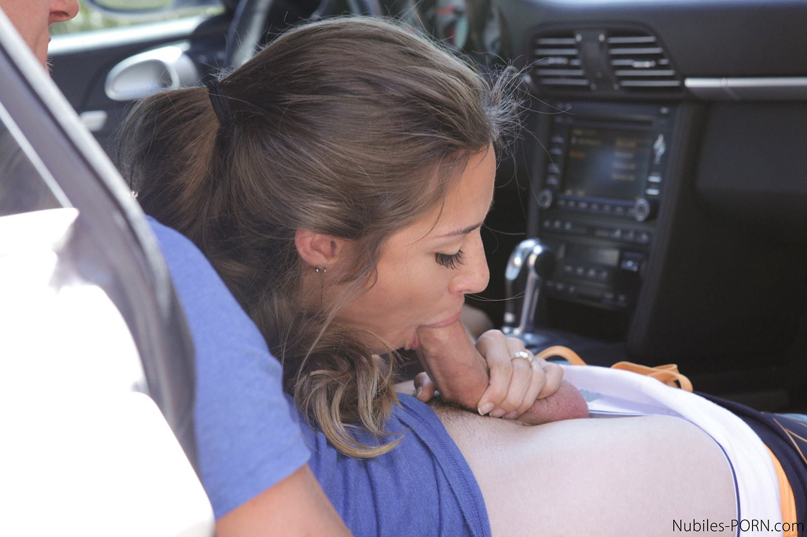 Every day she gives a blowjob in the car and swallows cum