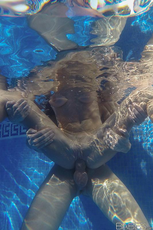 Martina Gold has Crack Licked and Nailed at Pool