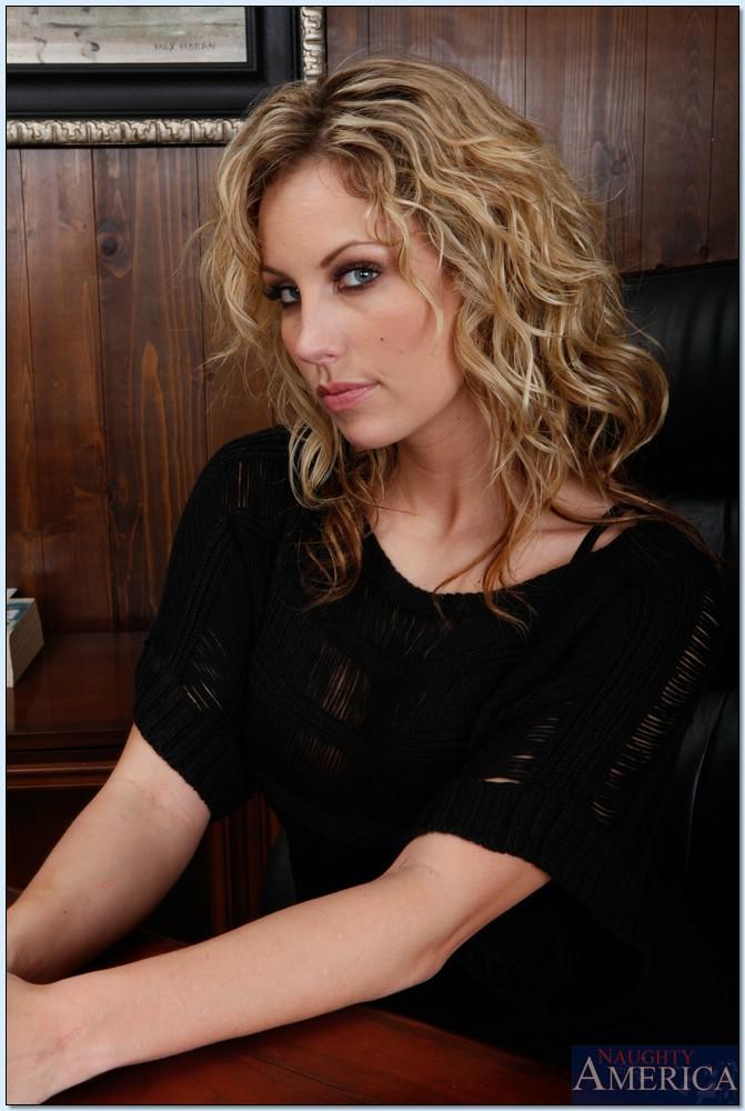 Kiara Diane Horny Executive