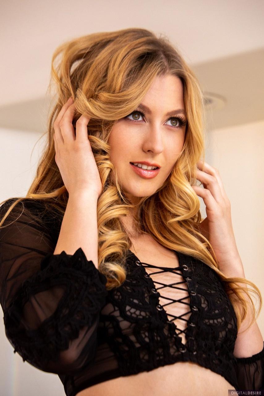 Alexa Grace Dreamy Blonde in Black