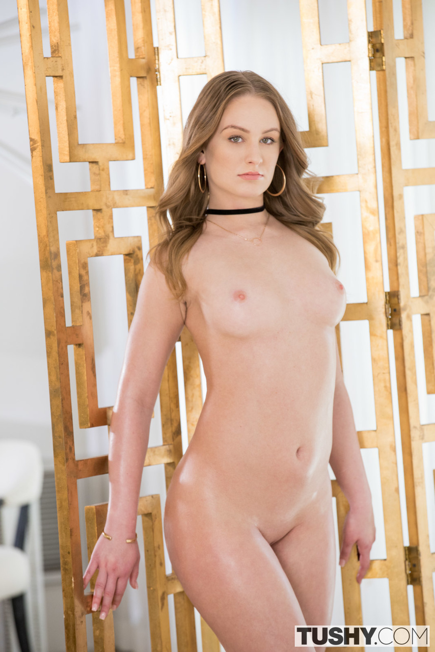 Daisy Stone Opens Up her Ass