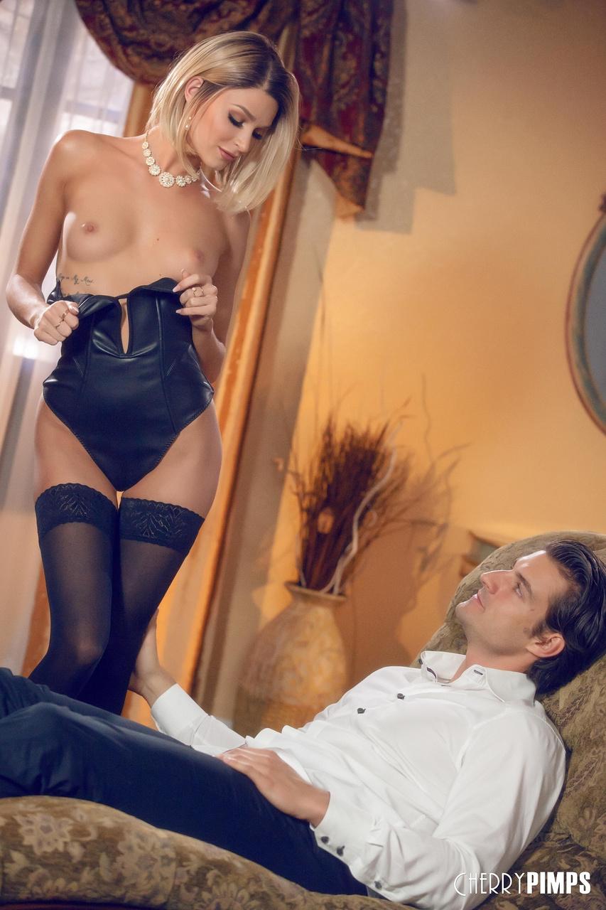 Emma Hix Seduces in a Hot Night In